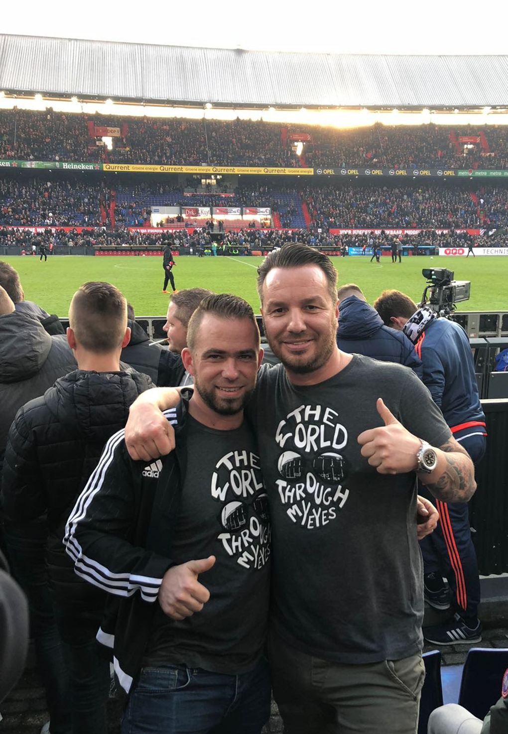 "Maarten & Maarten met Feyenoord T-shirt ""the world through my eyes"""